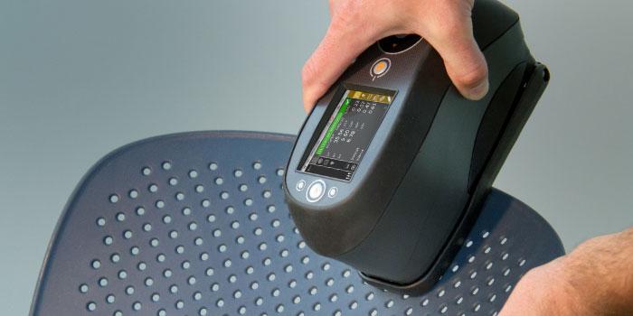 Ci62 spectrophotometer measuring plastic chair
